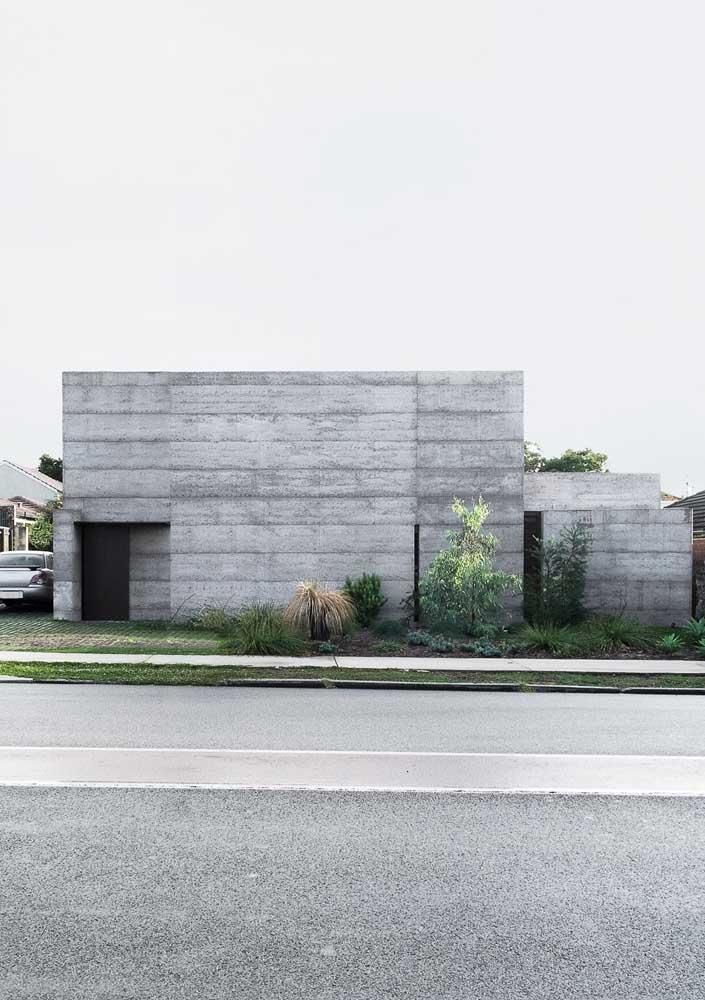 Aqui, a fachada se resolveu em uma estrutura simples e super moderna