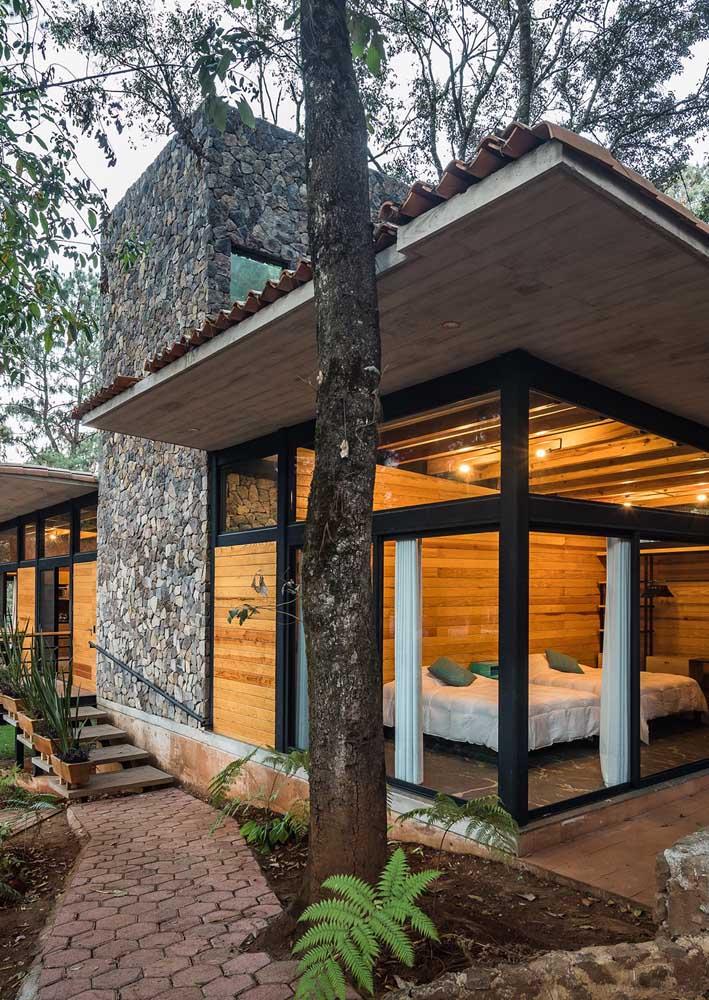 Casa moderna também sabe ser rústica e aconchegante