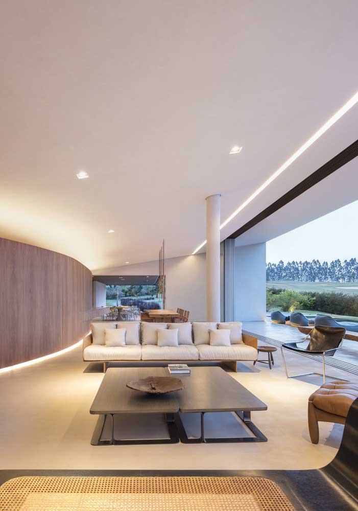Casa moderna com integração total entre os ambientes interno e externo