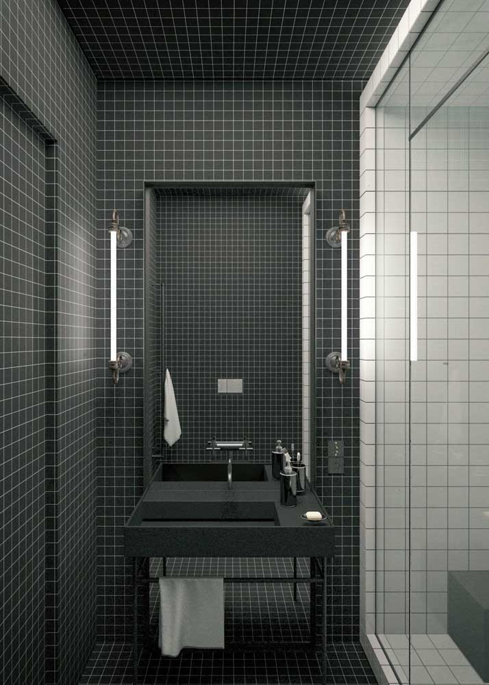 Banheiro de casa moderno em preto e branco