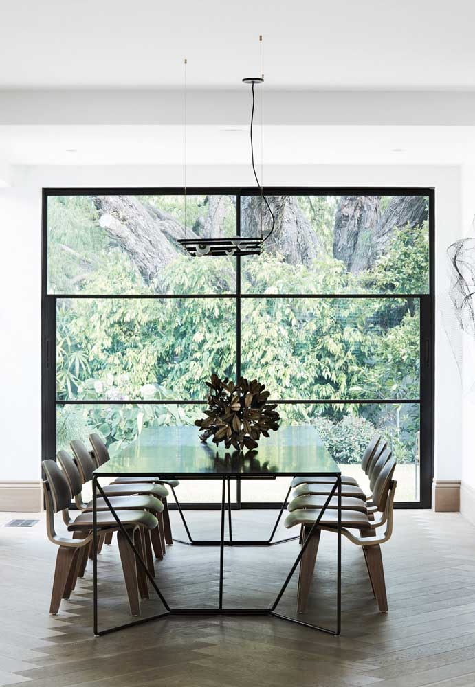 Sala de jantar moderna super iluminada