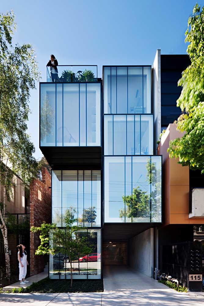 Uma casa moderna que surpreende pela arquitetura arrojada e descontraída