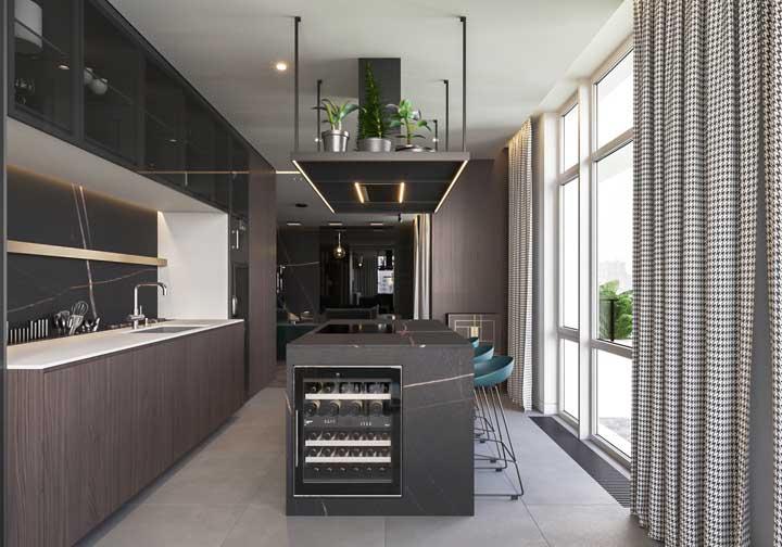 Cozinha super moderna com destaque para o projeto de iluminação e para o uso de eletrodomésticos high tech