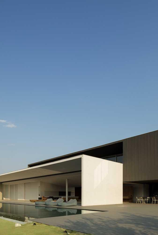 Casa moderna com piscina. A integração perfeita entre funcionalidade e conforto