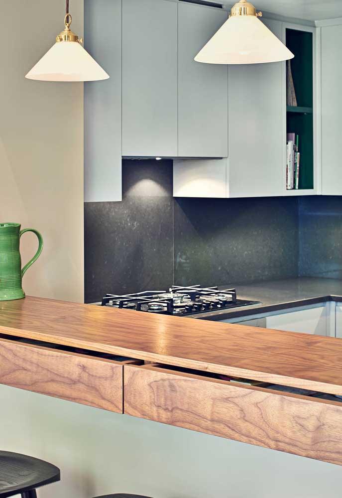 Cooktop, balcão, luminárias: aposte em todos os itens capazes de trazer conforto e funcionalidade para sua cozinha