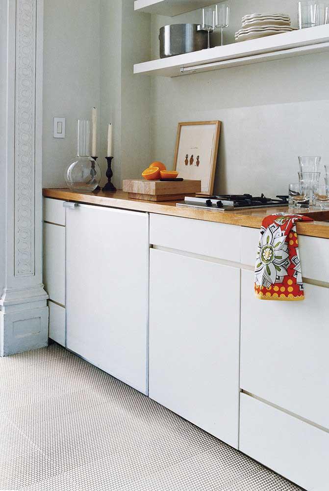 Armários para cozinha planejada sem puxadores. Visual mais clean e ganho de espaço no ambiente