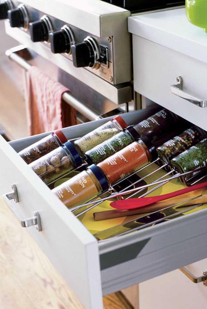 Compartimentos internos de armários e gavetas podem ser feitos sob medida, atendendo suas necessidades de armazenamento
