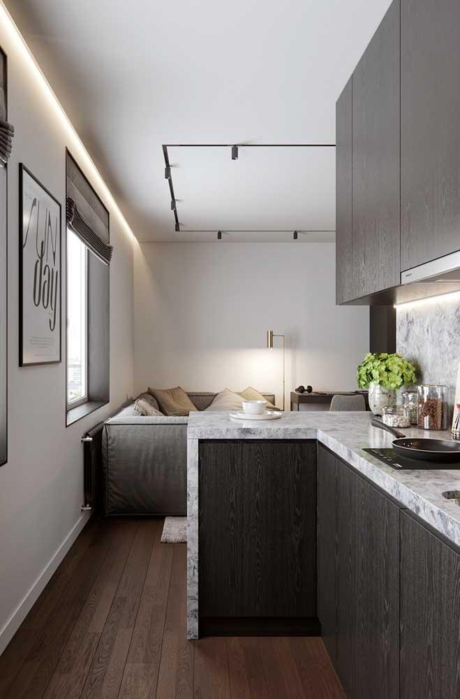 Cozinha planejada combinando com a sala de estar integrada