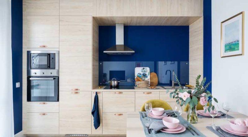 Cozinha planejada apartamento pequeno: veja fotos, dicas e como decorar passo a passo