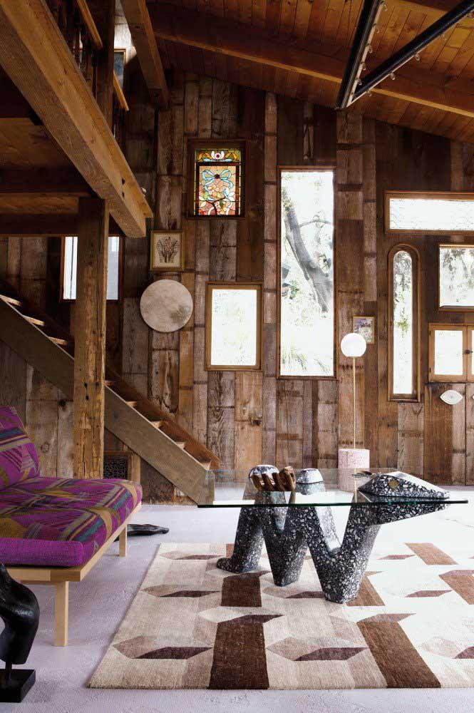 Casa cabana com decoração rústica a base de madeira