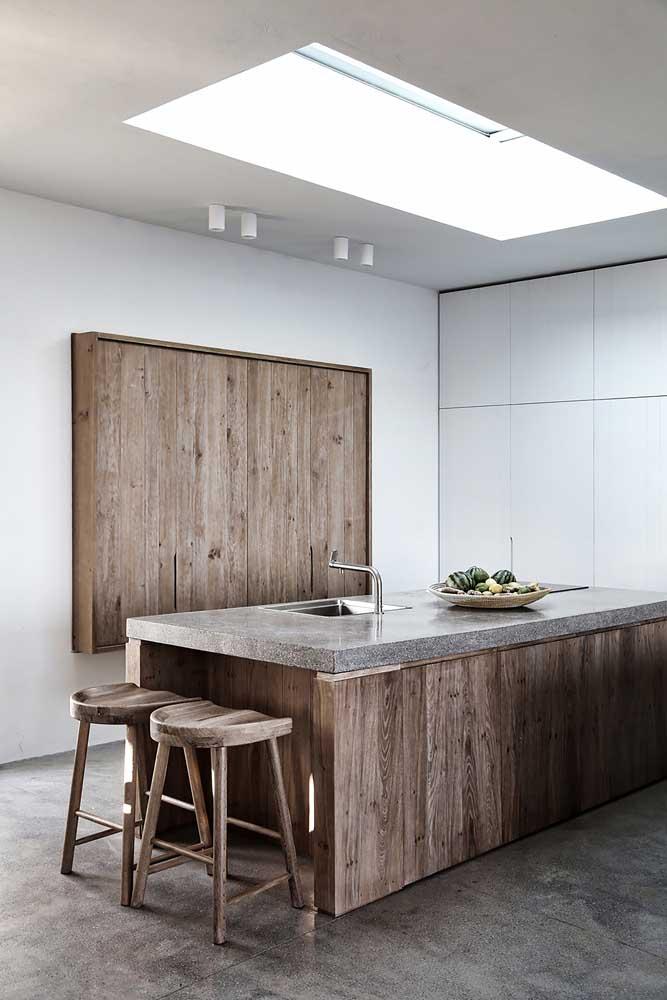 Modernidade e rusticidade se encontram nessa cozinha