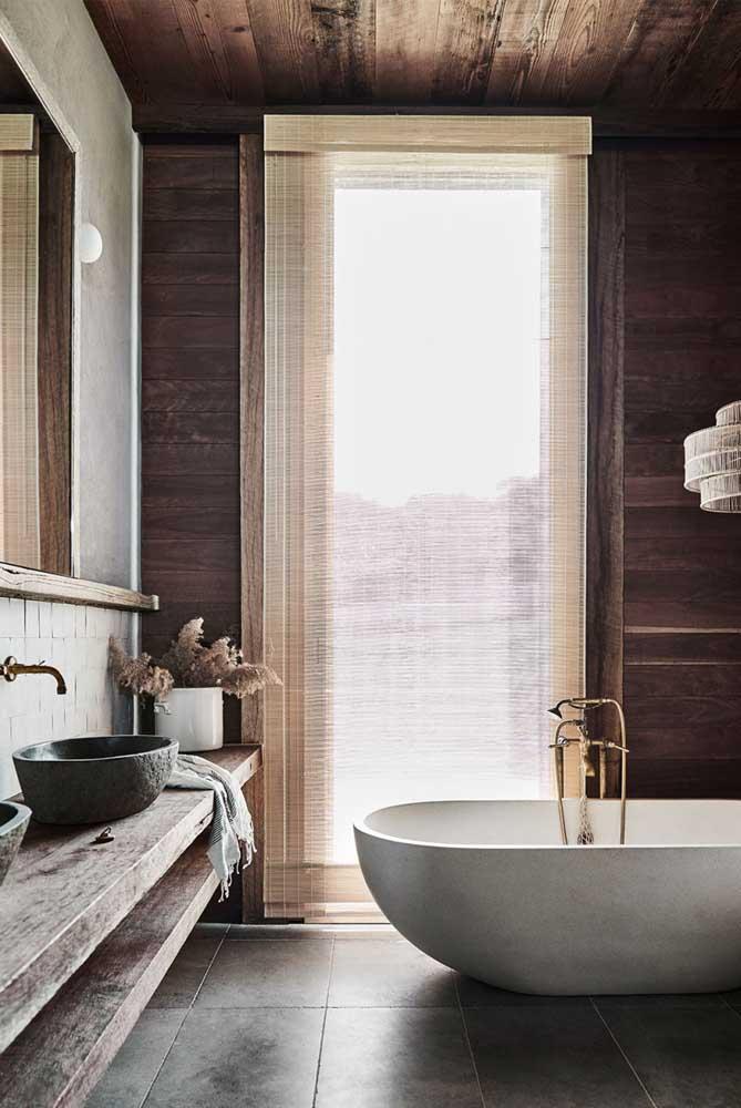 Banheiro rústico e elegante. A cara de um SPA