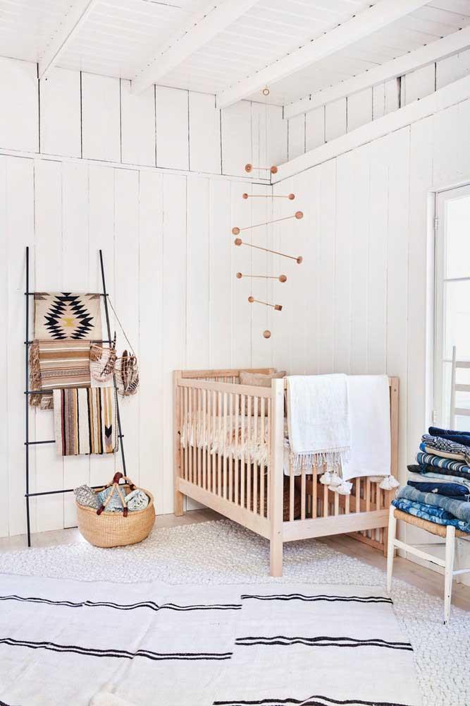 Um charme esse quarto de bebê rústico escandinavo