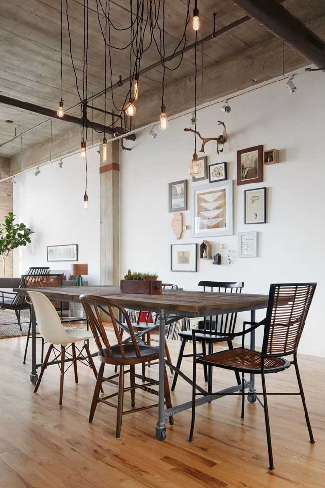 Sala integrada com decoração rústica industrial