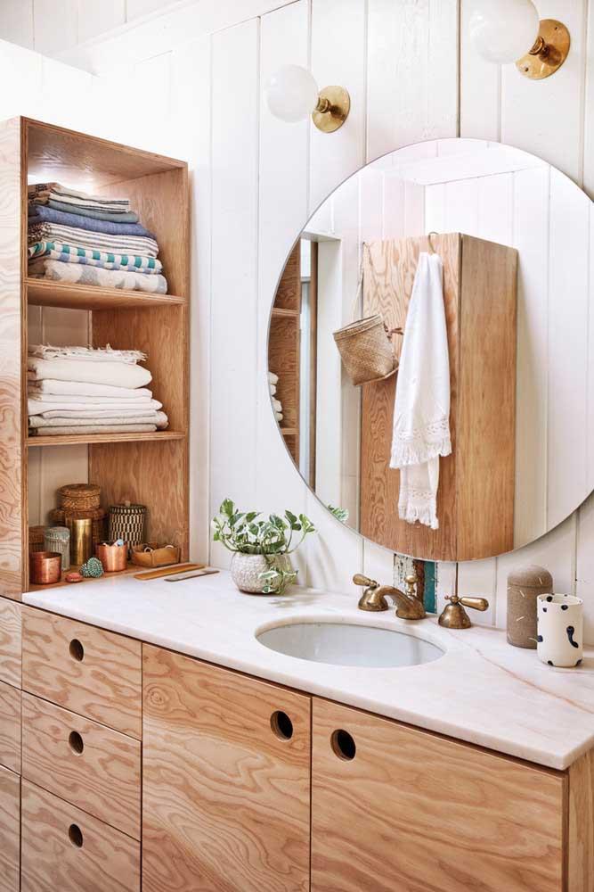 Decoração rústica para o banheiro com móveis de madeira