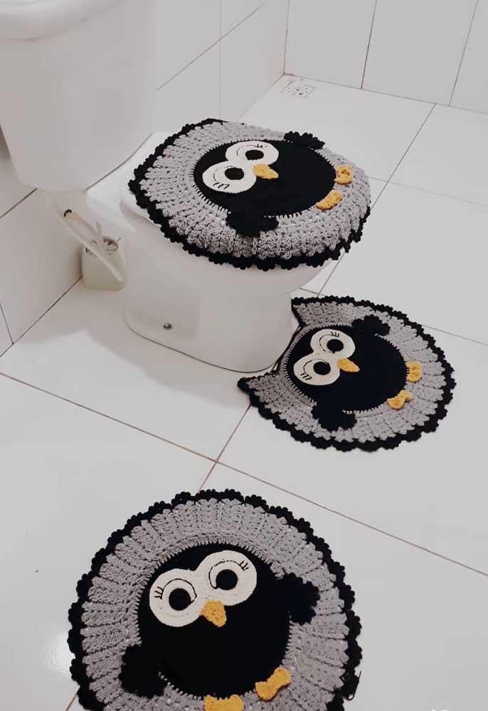 Tapete de corujas para decorar e trazer funcionalidade para o banheiro