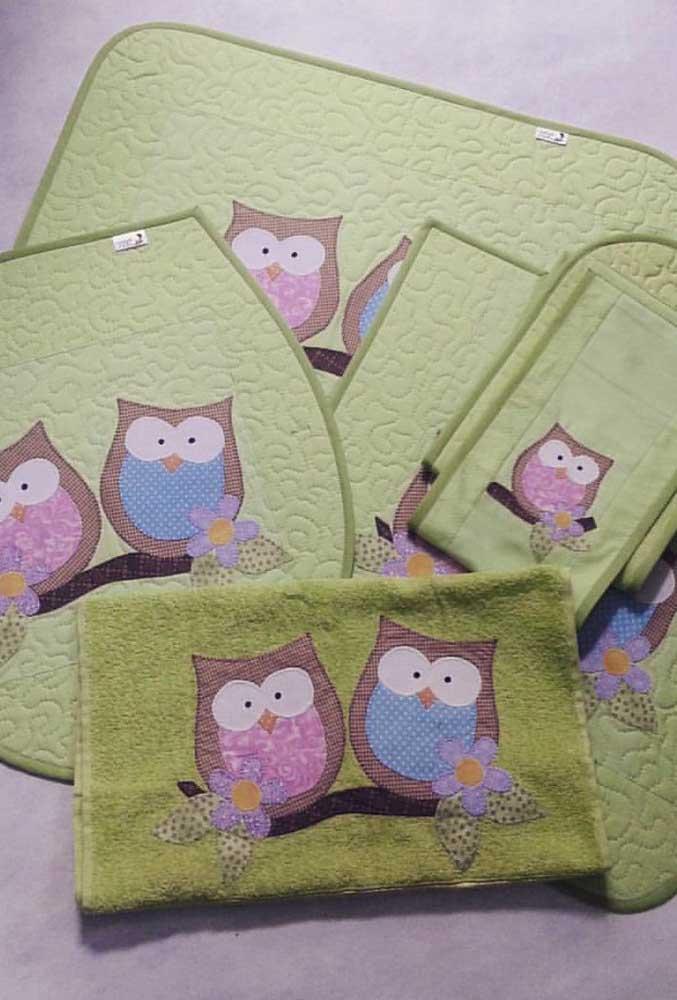 Aqui, o kit de corujas vem até com toalha de banho