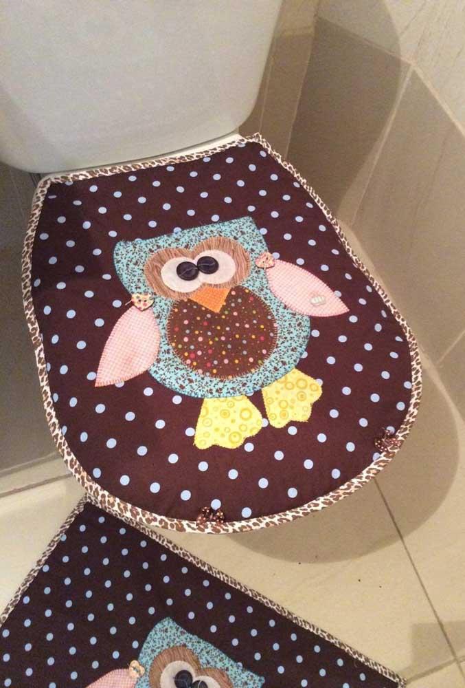 Jogo de banheiro de coruja marrom com estampa de poá
