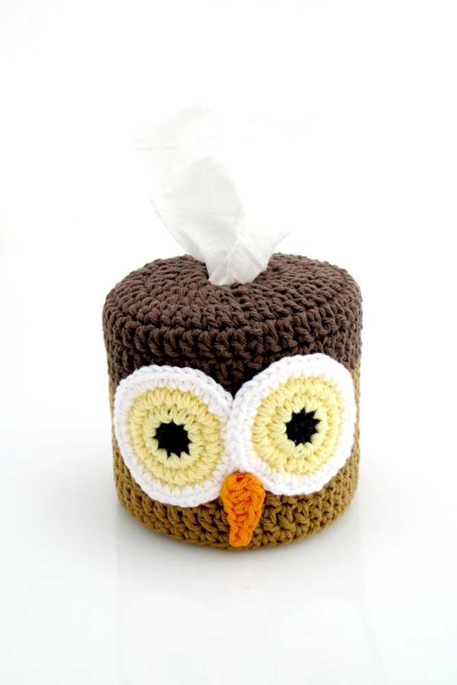 Já aqui, a dica é um porta papel higiênico de crochê com carinha de coruja