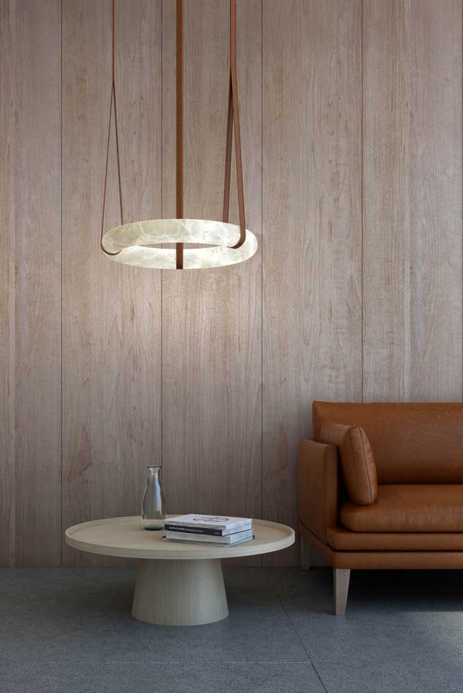 E que tal combinar o formato da luminária com o formato do móvel?