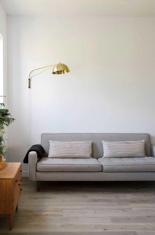 Repare como a luminária tem um papel importante na decoração da sala de estar