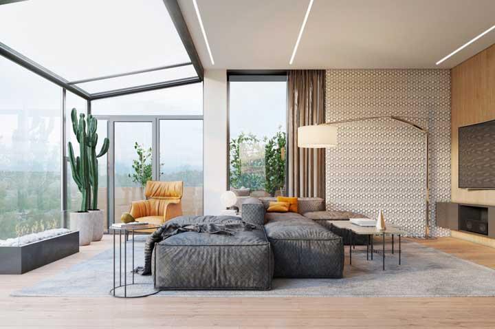 Luminária de chão para completar a iluminação e a decoração da sala de estar integrada com a varanda