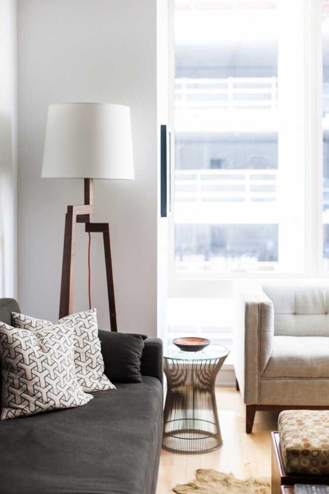 Luminária de chão para sala em estilo tripé. Uma das favoritas do momento