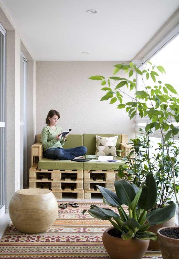 Sofá de pallet para varanda: regule a altura e a largura como preferir