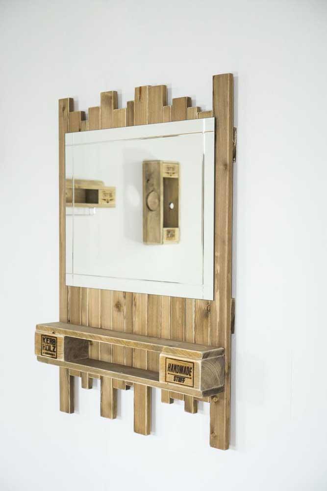 Espelheira de pallet: perfeita para um banheiro e até mesmo para o hall de entrada