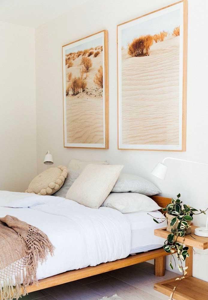 Par de quadros para o quarto de casal. Repare que a cor presente nas fotografias também está na decoração