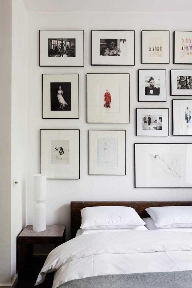 Aqui, são as molduras finas que se destacam junto aos quadros em preto e branco