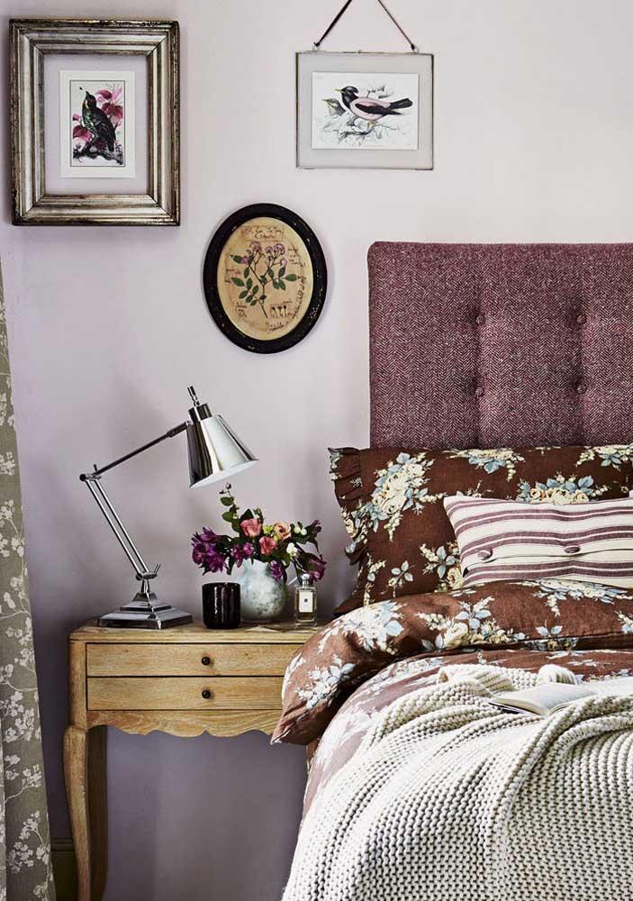 O quarto vintage acertou na escolha das molduras do quadro