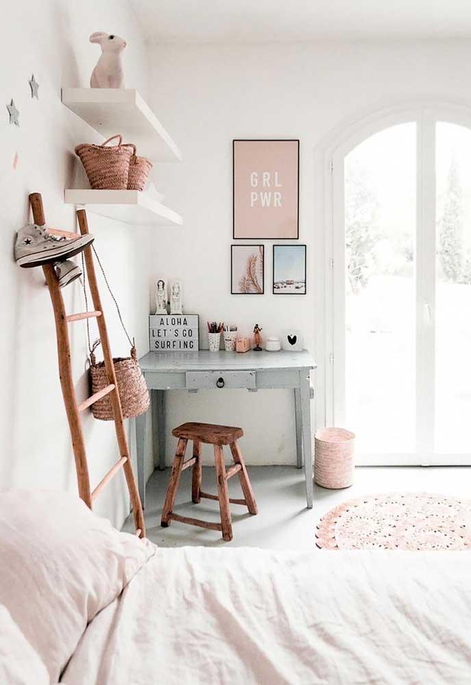 Quadro para quarto de menina em tons de rosa, cinza e azul