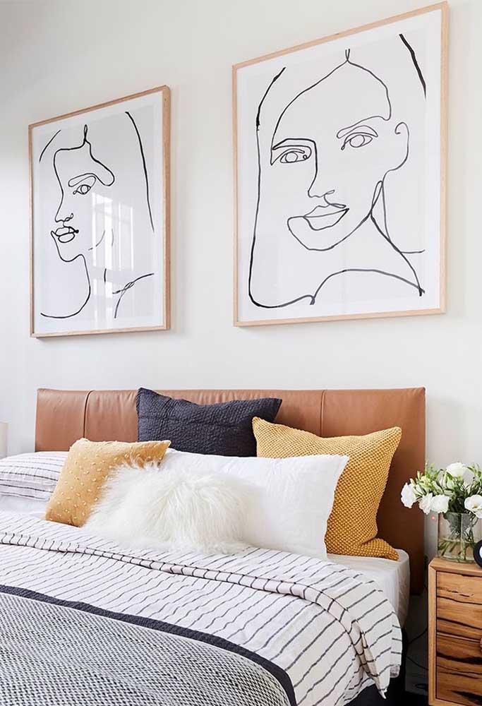 O rosto da moradora do quarto virou tema para esse par de quadros para quarto