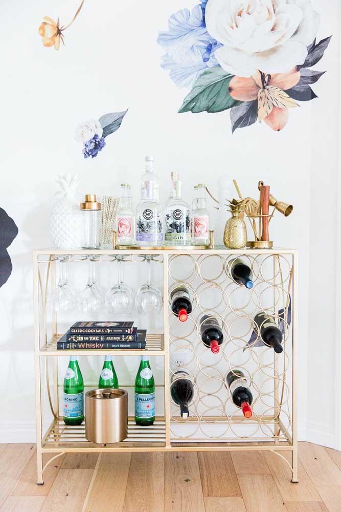 Barzinho para sala pequeno, mas que acomoda tudo com funcionalidade e estilo