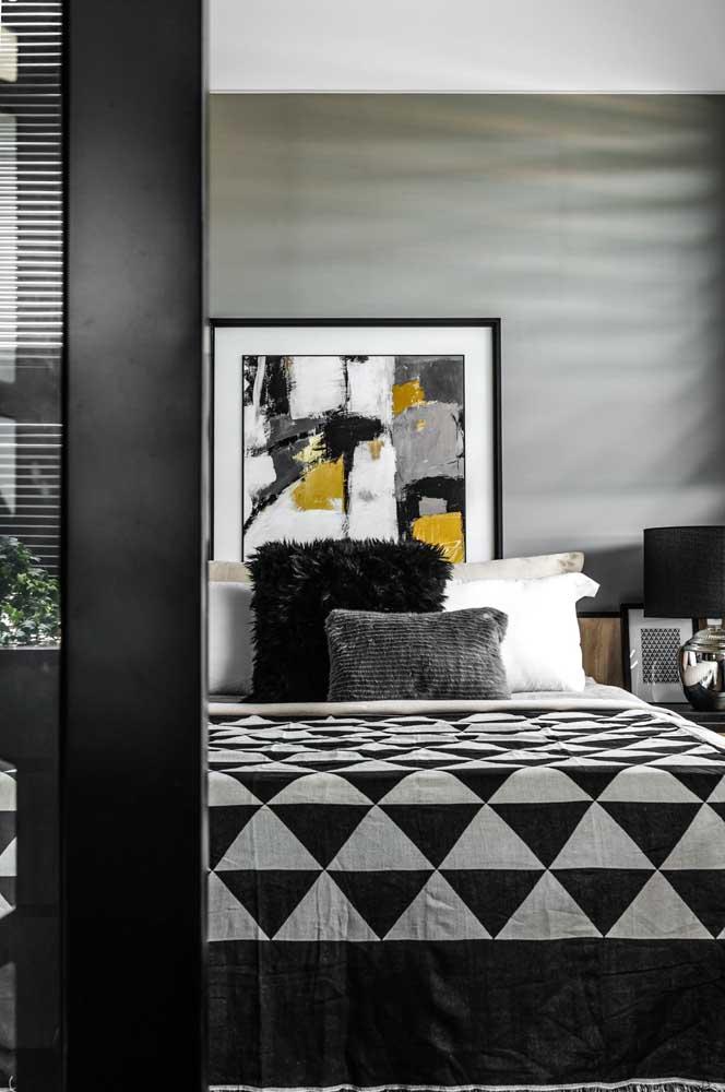 Quarto de casal moderno em tons de preto, cinza e amarelo