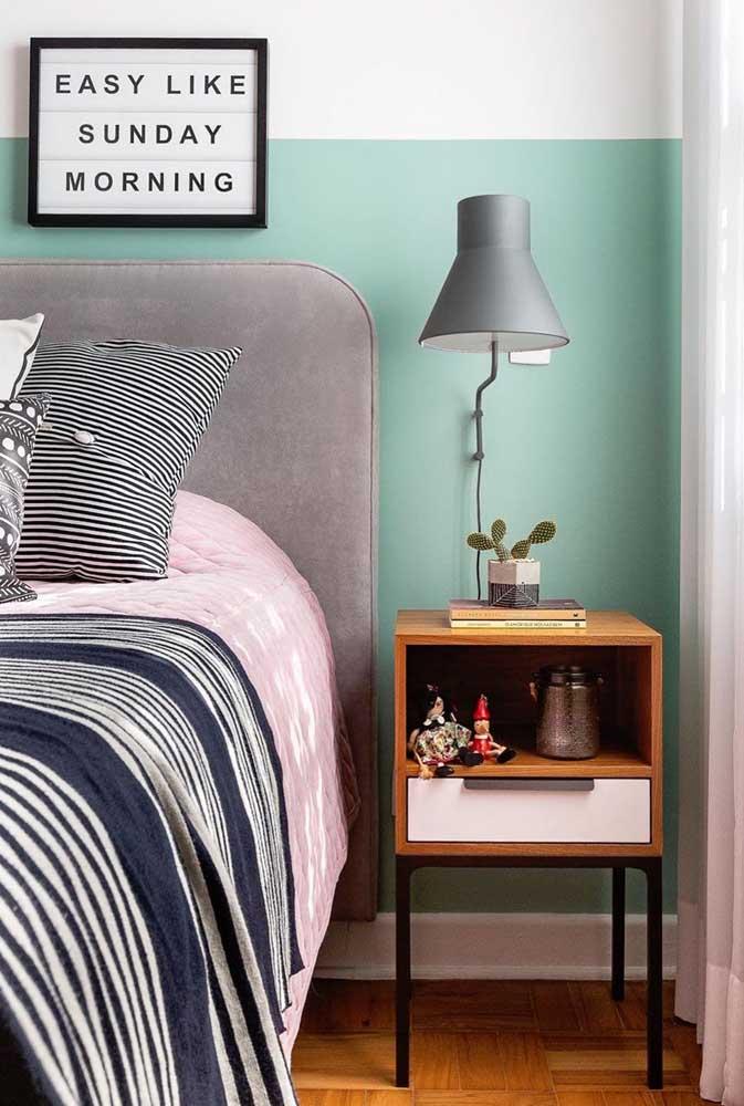 O que acha de uma meia parede azul clara?