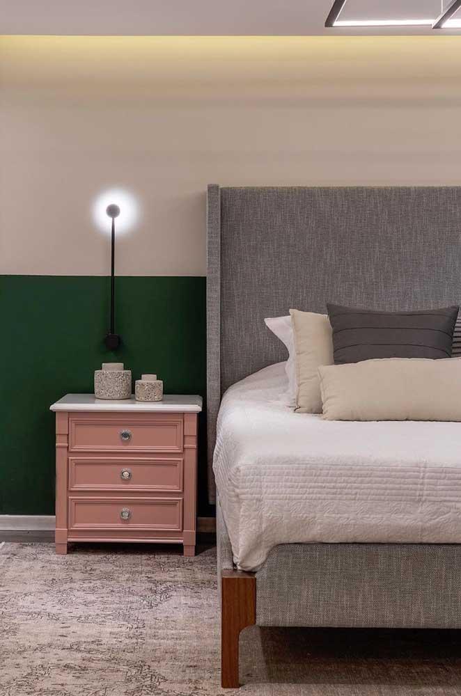 Verde, rosa e cinza para um quarto moderno de casal