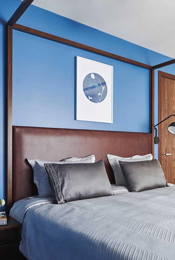 Azul para trazer tranquilidade e marrom para agregar sofisticação
