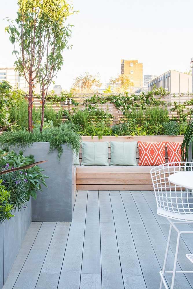 Jardim na varanda para provar que todo espaço externo pode contar com plantas
