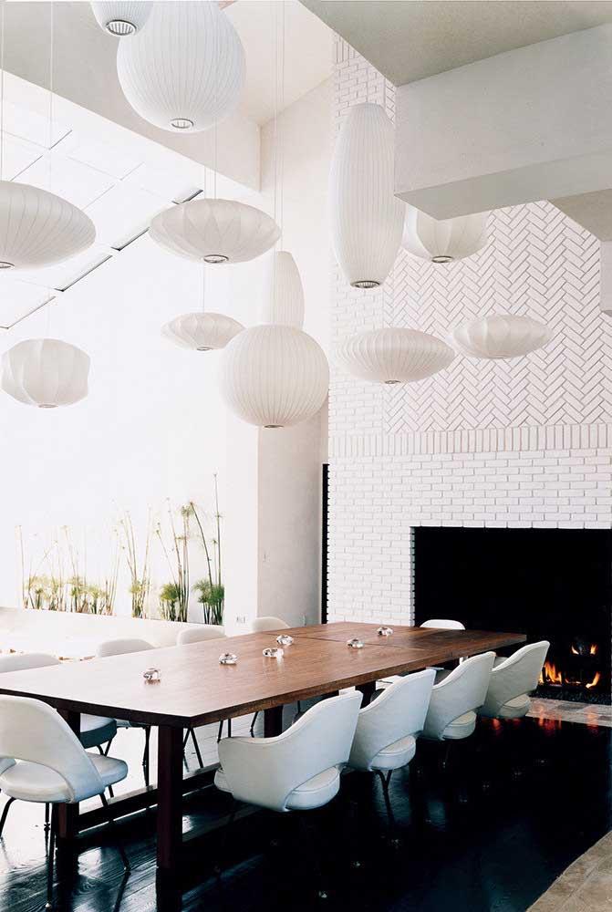 E se ao invés de uma você tiver várias luminárias na sala de jantar?