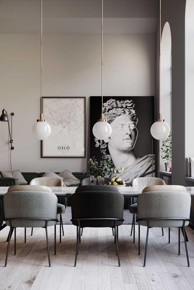 Decoração de sala de jantar moderna e elegante com destaque para os quadros