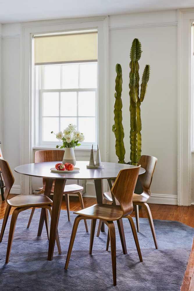 E se for para apostar no conjuntinho de mesa e cadeiras, que seja então um modelo cheio de estilo