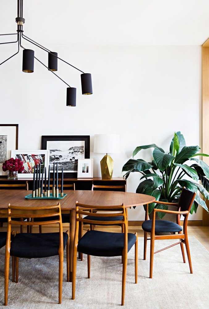 Móveis de madeira para uma sala de jantar super confortável e aconchegante