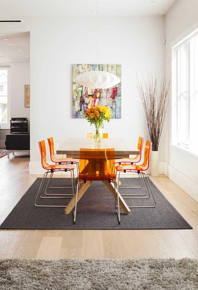 Cadeiras de acrílico laranja! Um show à parte