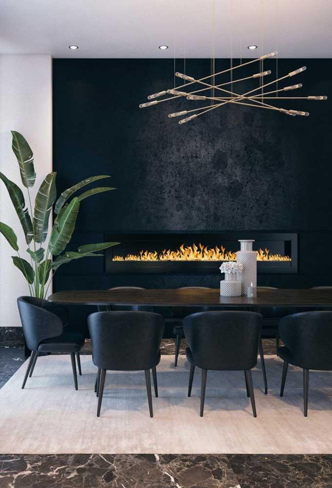 Quer elevar o nível de conforto na sala de jantar? Aposte em uma lareira