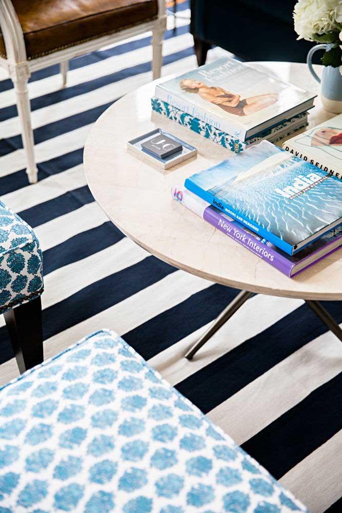 Livros e revistas compõe a decoração com funcionalidade e beleza