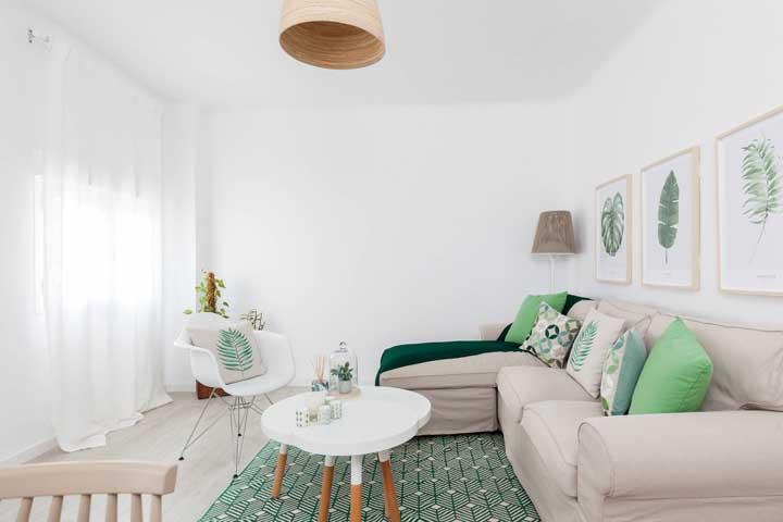 Harmonia de cores entre os enfeites e os móveis da sala