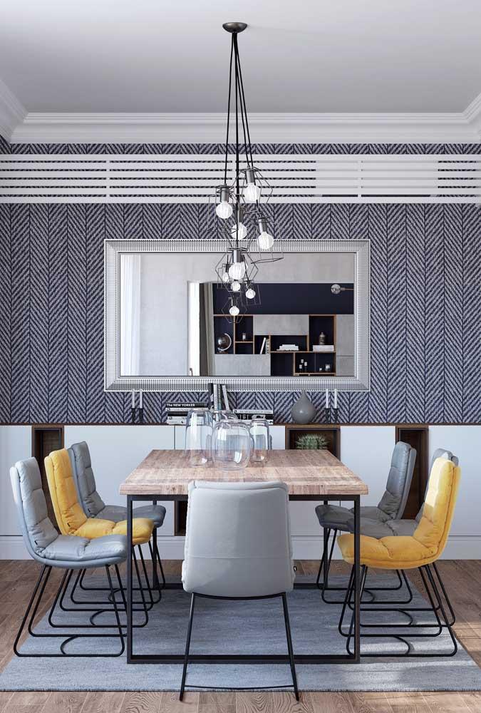 Luminárias pendentes aramadas para sala de jantar combinando com as cadeiras