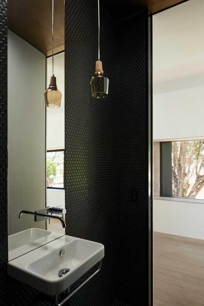 Luminária com cúpula de vidro para o banheiro
